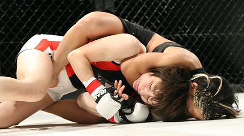 Mei Yamaguchi submits Yuka Tsuji (Photo Credit: gbring.com)