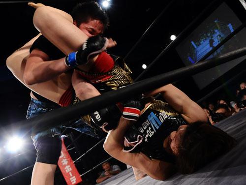 """Hiroko Yamanaka Submits Esui At Jewels: """"15th Ring"""" (Photo Credit: GBR)"""